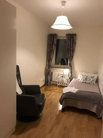 Private room with walk distance from city - Uppsala - Leilighet
