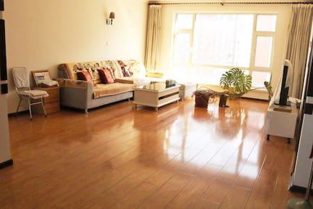 Changchun Station, 长春站附近,精装大床房,配豪华客厅厨房,140平方米 - Apartament