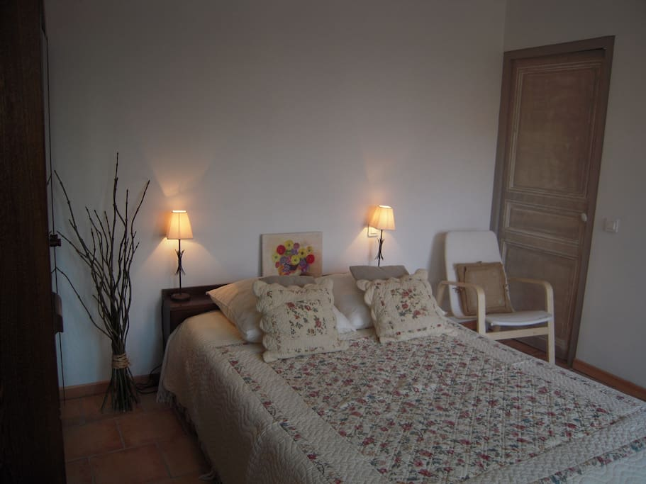 bed and breakfast chez un vigneron bed breakfasts zur miete in olonzac languedoc roussillon. Black Bedroom Furniture Sets. Home Design Ideas