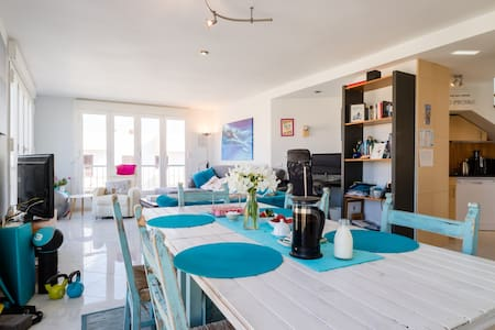Penthouse: Light & airy double room - Apartment