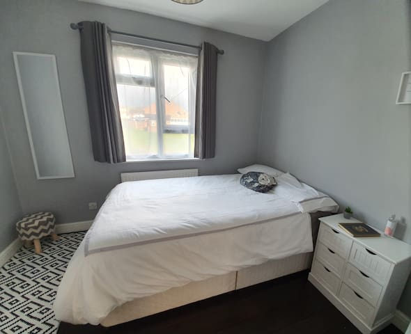 Stylish double room next to Hemel Snow Centre