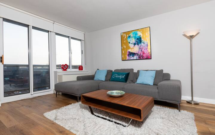 Luxury 1 Br Apartment with Balcony by Hudson Yards