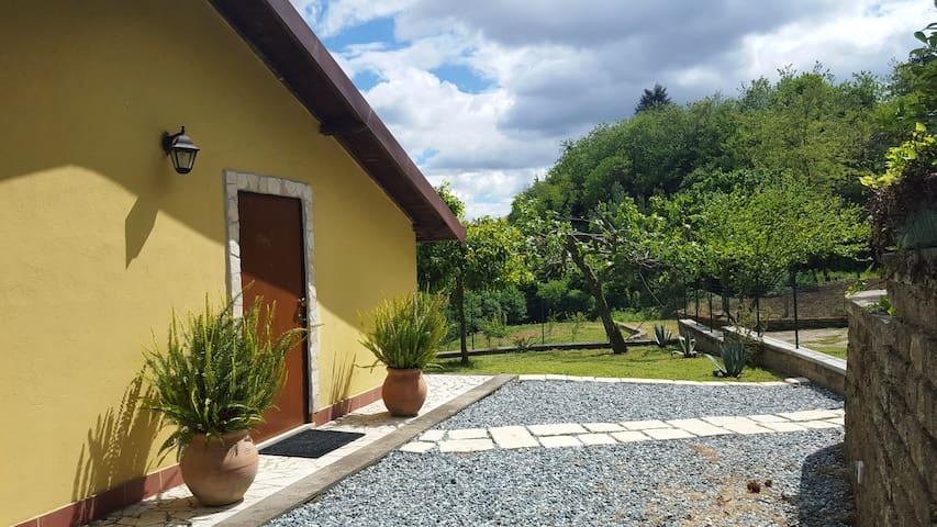 La casetta con piscina - Velletri - Huis