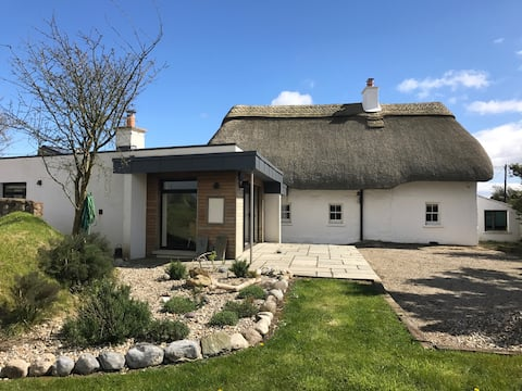 Beautiful Thatched Cottage with Modern Luxury