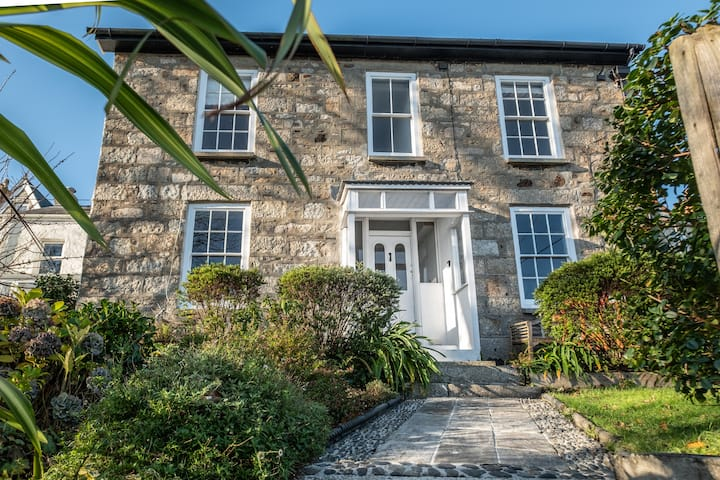 Belmont House, Newlyn with stunning sea views