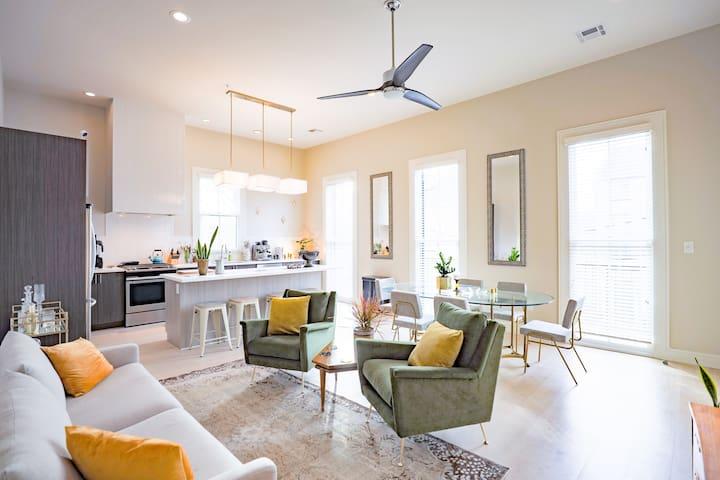 The Mackenzie | 2BR Mid Century Modern Apartment with Balcony on Magazine