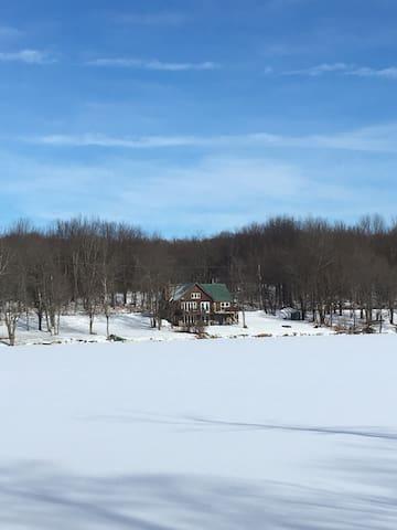 Amazing Lakehouse on All Natural Glacier Lake USA!