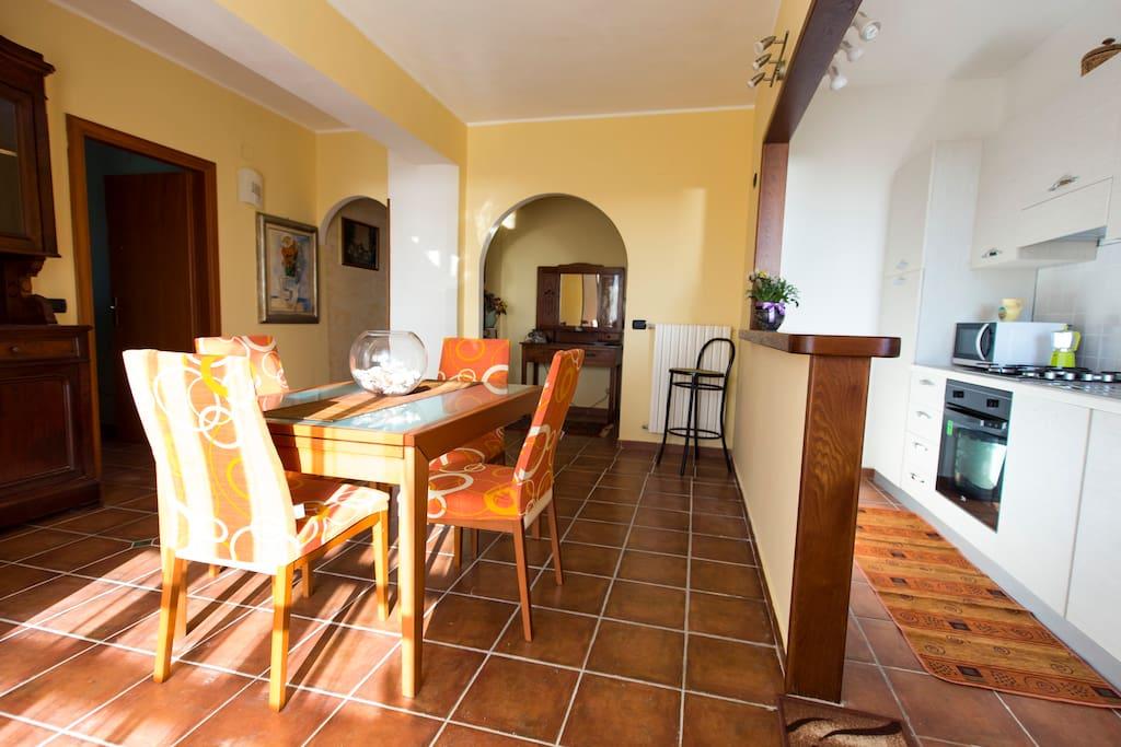 Sala da pranzo/ cucina
