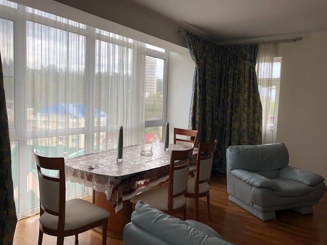 Шикарная квартира для большой семьи))