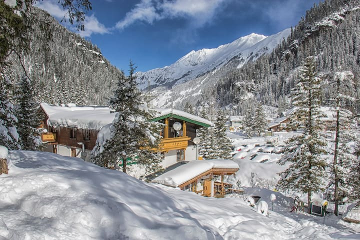 Ferienwohnung am Gletscher direkt am Skilift - Zell am See - Appartement