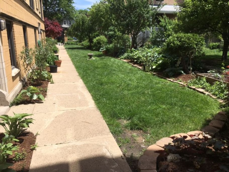 Logan Square Garden 1 Bedroom Apartments For Rent In Chicago Illinois United States