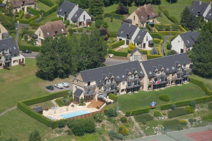 2 pièces refait avec terrasse, piscine et tennis