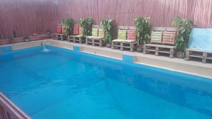 Chambre dans villa calme avec piscine, pour expats