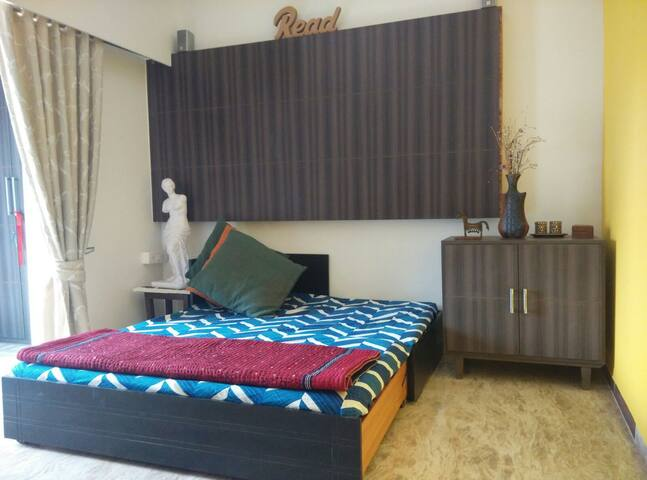 Sunny & airy room in Bandra west