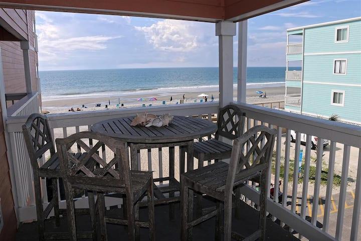 Oceanfront getaway on Surfside Beach