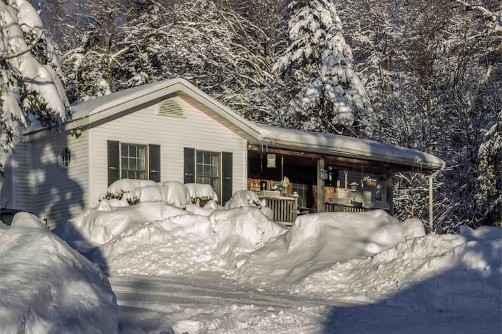 Vermont Evergreen Cottage (Close to Mt.Snow)