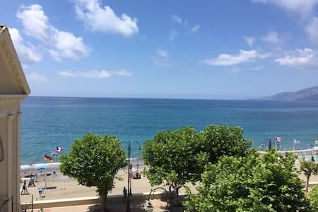 Villammare Beach Apartments Spectacular View - Villammare - アパート