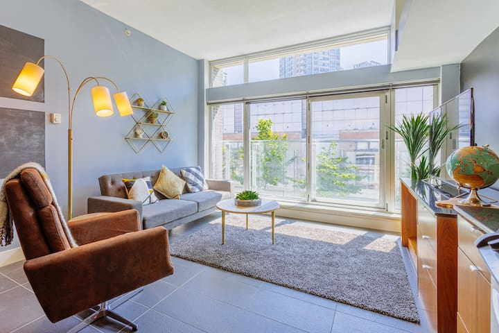 DOWNTOWN VANCOUVER - GASTOWN! MODERN LOFT - 1 BED + PARKING