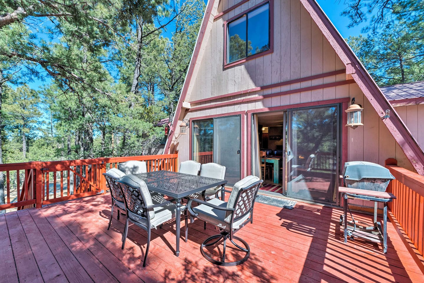 Experience the beauty of Ruidoso from this rustic vacation rental cabin!