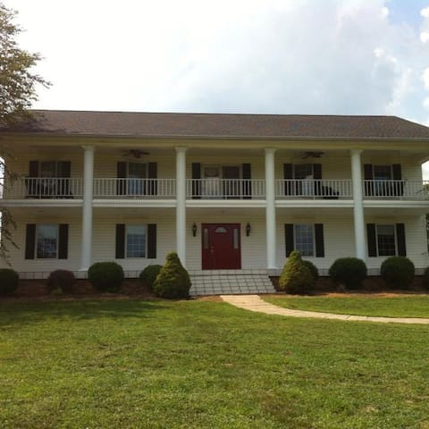 Willow Hill Farms (1 King & 1 Twin bed)