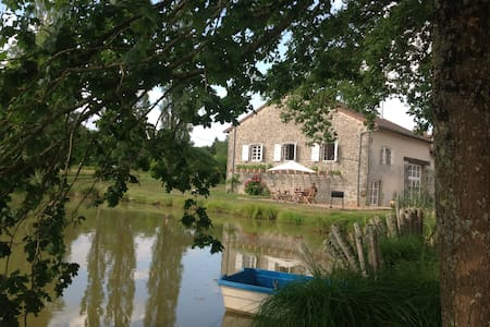 Gite in rural setting with Pool, Lake and Pétanque - Champniers-et-Reilhac - Haus