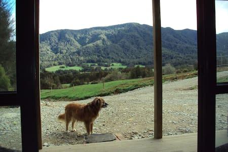 Cosy bach with great views. - Inangahua