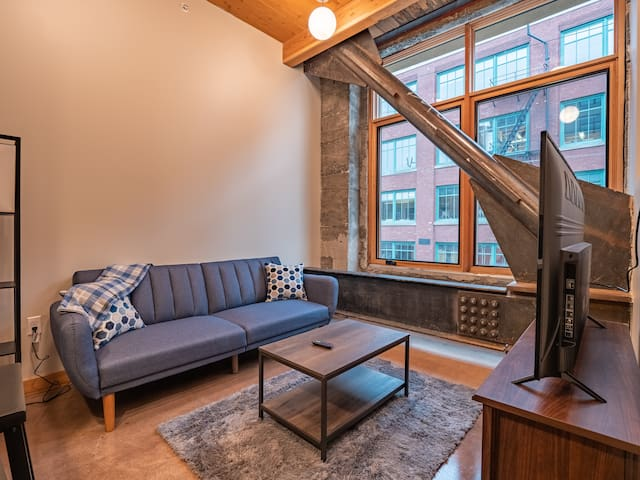 1B/1B Downtown Tacoma Loft B | Fit for long stays