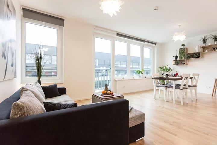 DESIGNER ROOFTOP LOFT +balcony +central