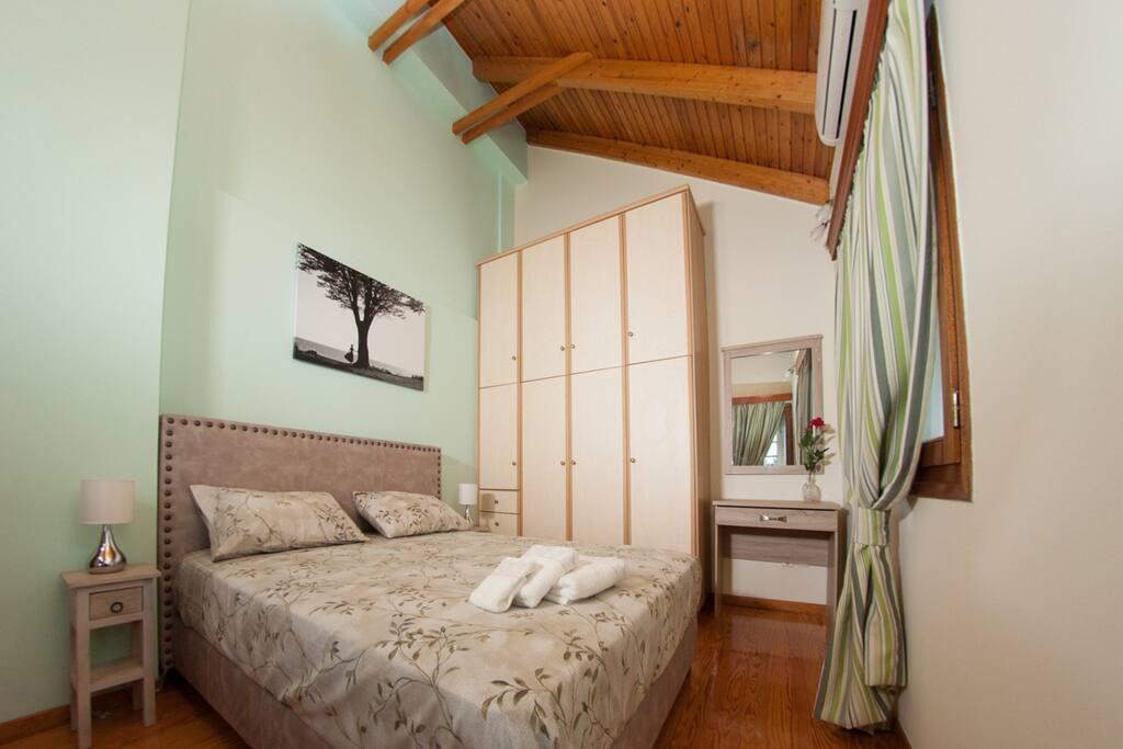 Υπνοδωμάτιο 1 - Όροφος