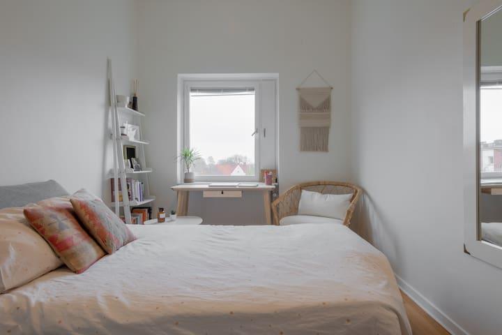 Cozy and quiet private bedroom