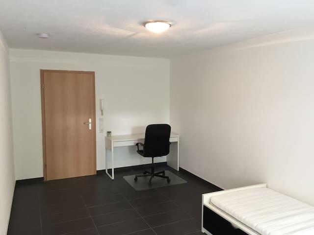 3. Zimmer in einer Studenten-WG.
