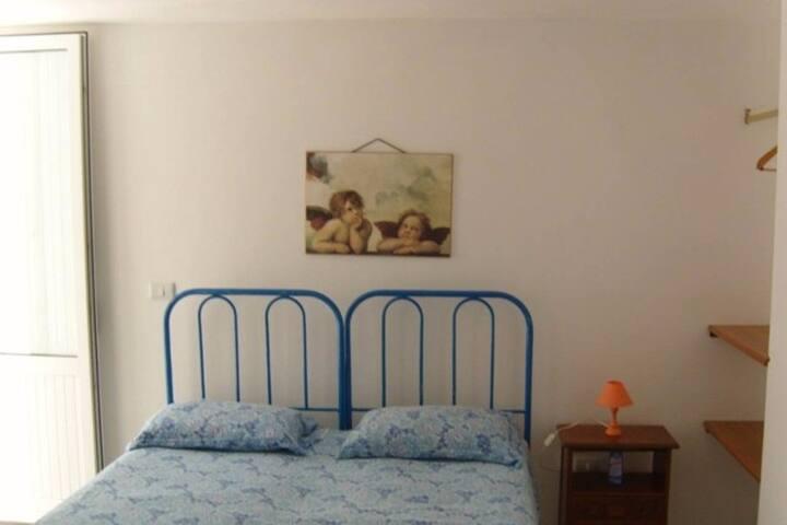 Camera doppia in appartamento fronte mare - Capilungo - Apartamento