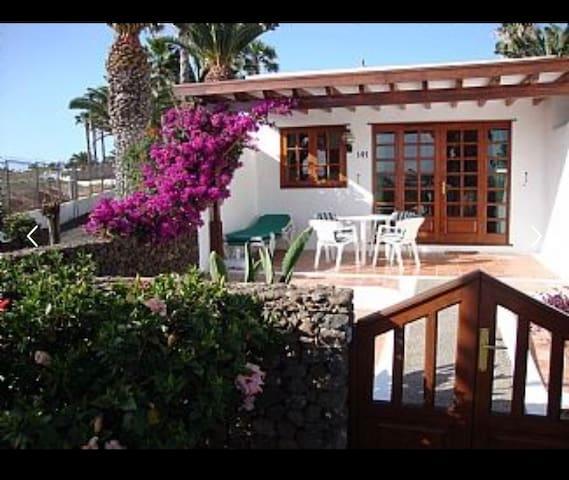 Las Brisas, 1 bed end villa 141