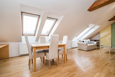 1 Bedroom Loft Flat in Great Suburb - Prag