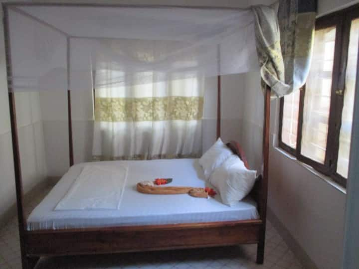 NUNGWI FARIDU BEACH ROOM WITH AC FOR 2P