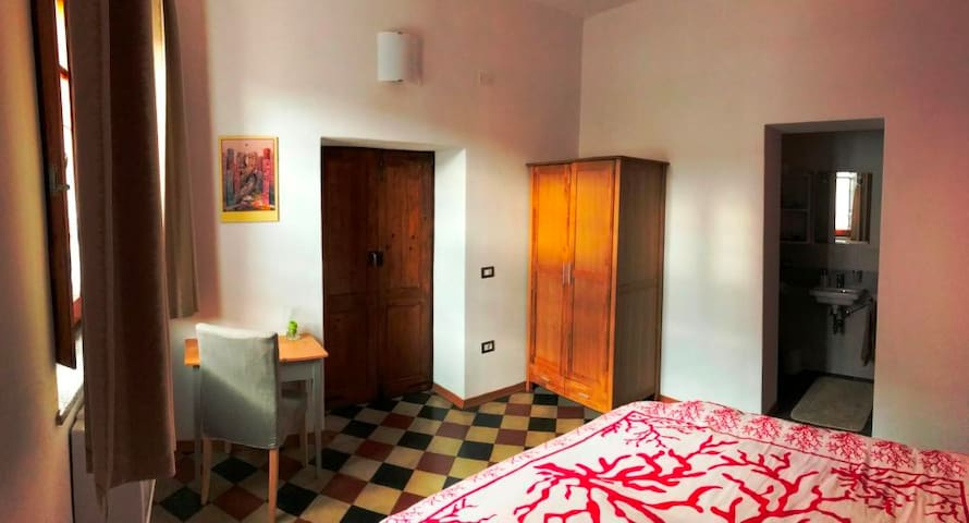 Gateway to Sinis, cosy room in a campidano-house