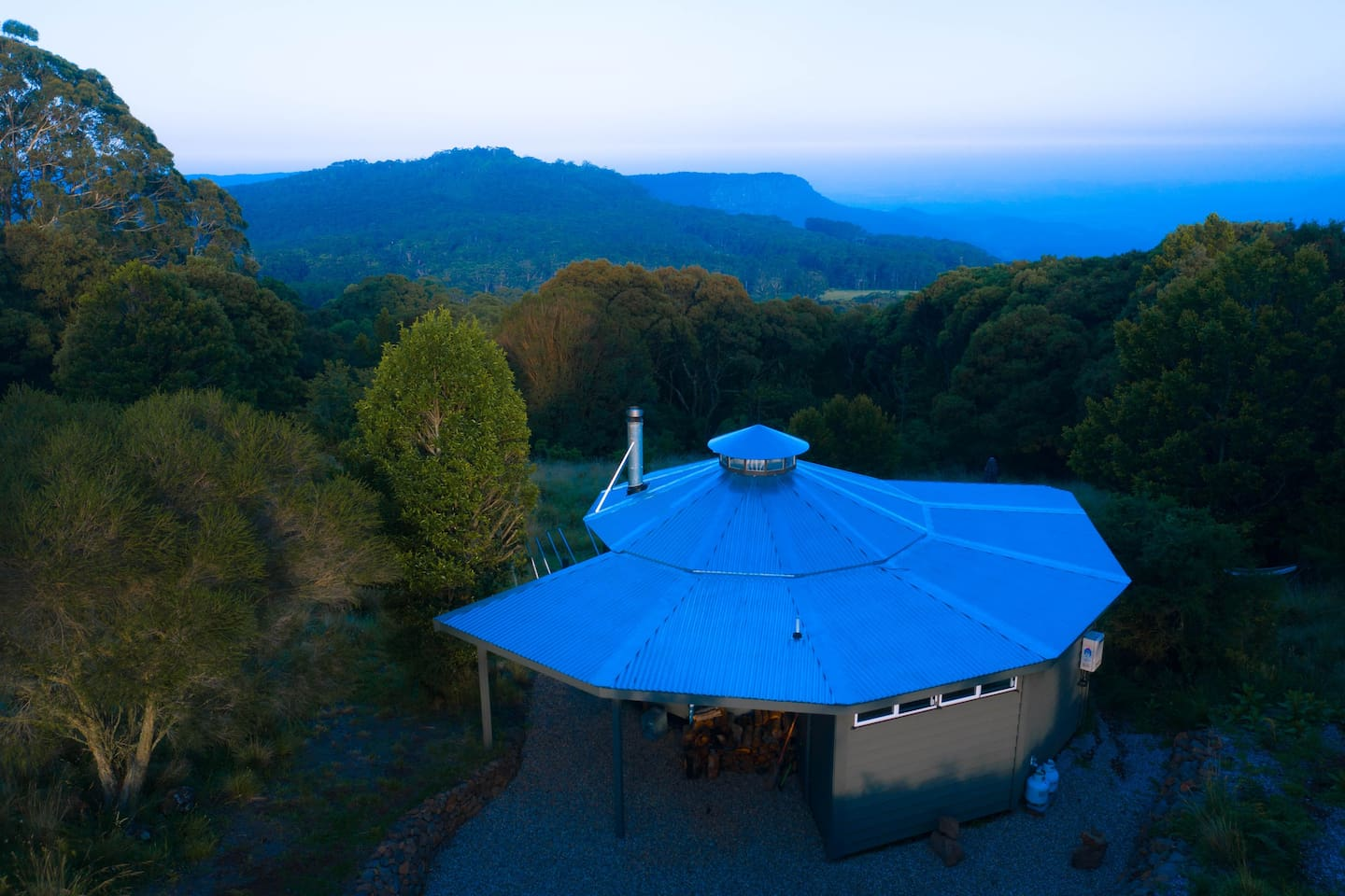 Perched on the highest point of the Illawarra escarpment, staying at  Spiral House is simply unforgettable.