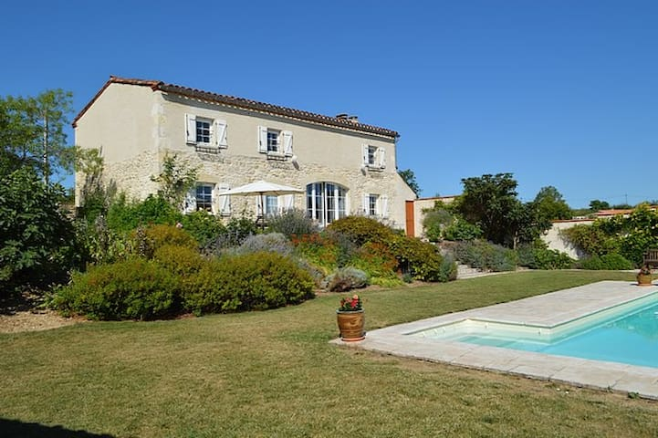 Beautiful Restored Farmhouse with Pool and Garden