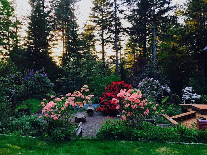 Almost Heaven- Stunning McKenzie River property