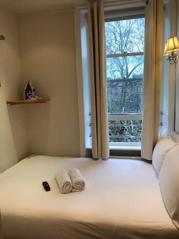 Budget double room, Earls Court, Kensington Hotel