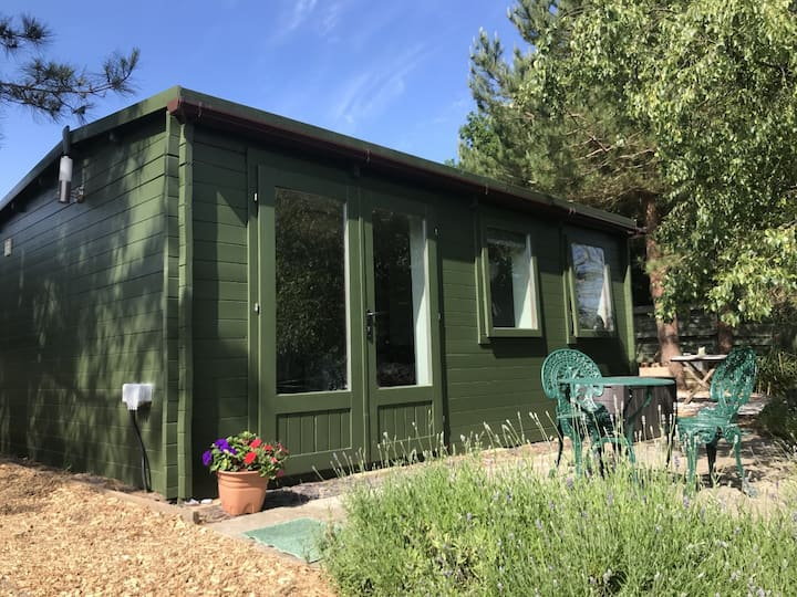 Cosy cabin only ten minutes drive from coast