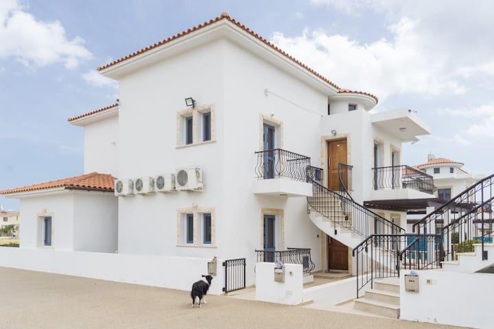 Unique Seaview Flat near the Beach - Larnaca - Apartemen