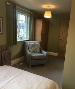 Private double room in family home