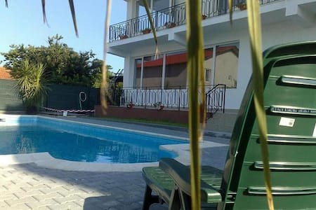 Beautiful large apartment & swimpool near centre - Byt