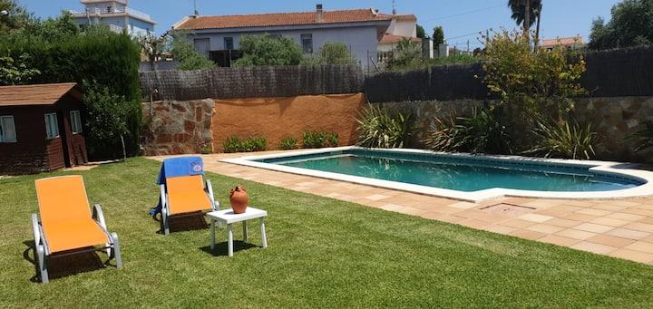 Casa grande con jardín y piscina privada