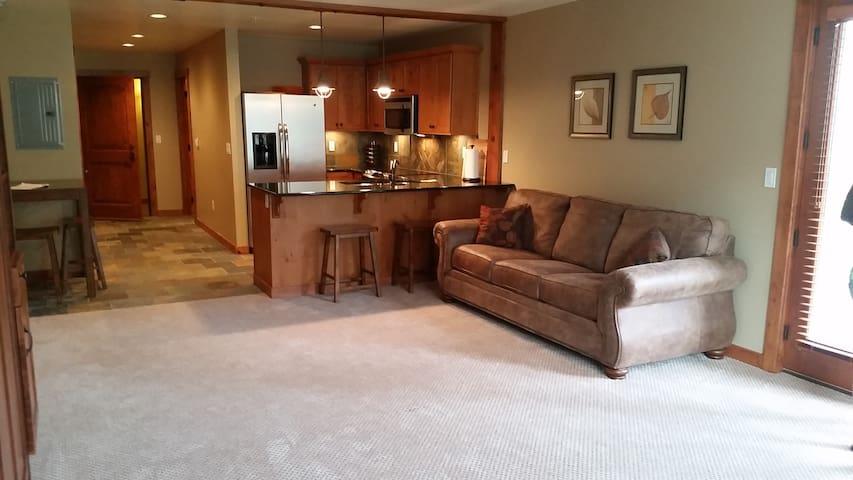 Upscale Modern Condo at Silver Mtn - Kellogg - Condominium