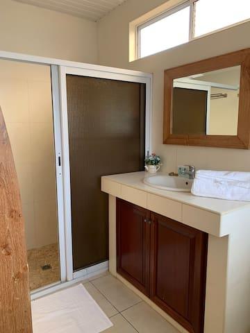 Salle de douche + WC Suite Hibiscus