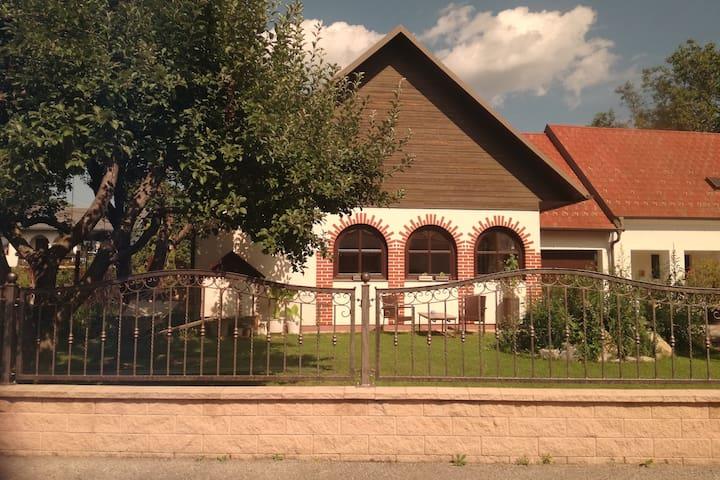 Rustikales Gästehaus mit Pool, Garten und Sauna