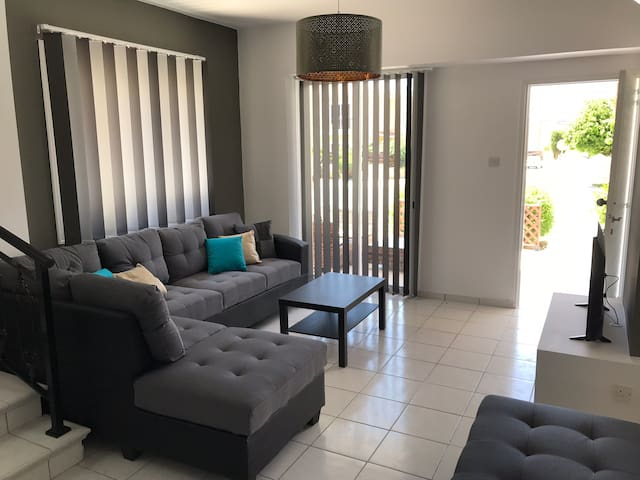 Diana Townhouse 5, 2 bedroom with pool