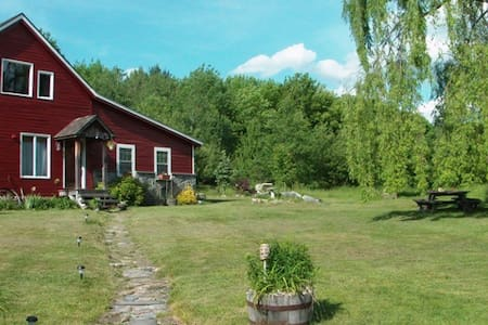 Converted Vermont Barn on 6.5 very private acres - Shaftsbury - Hus